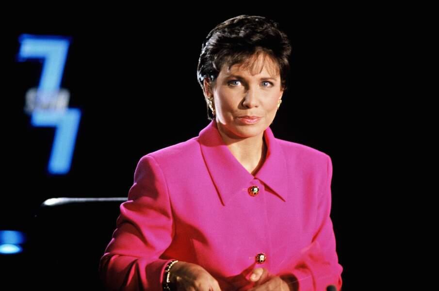 En 1993, le rose pastel devient fushia... Et Anne Sinclair prend son envol avec 7/7 !