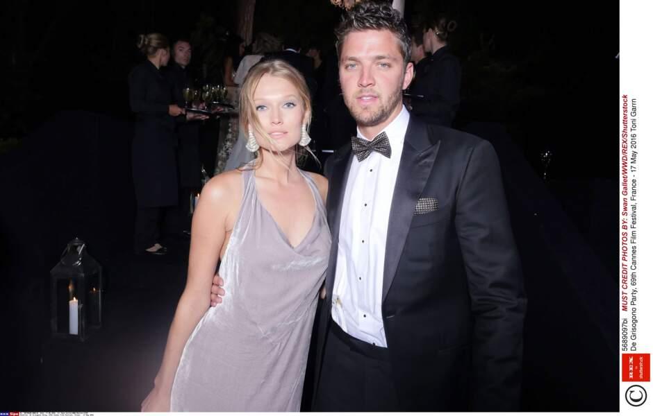 Le Top model Tony Garrn, ex (éclair) de Leonardo DiCaprio, aux bras de son nouveau chéri, Chandler Parsons