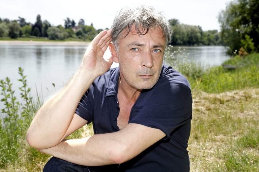 Fin 2014, il apparaît dans l'émission Toute une histoire pour raconter sa perte brutale de l'ouïe.