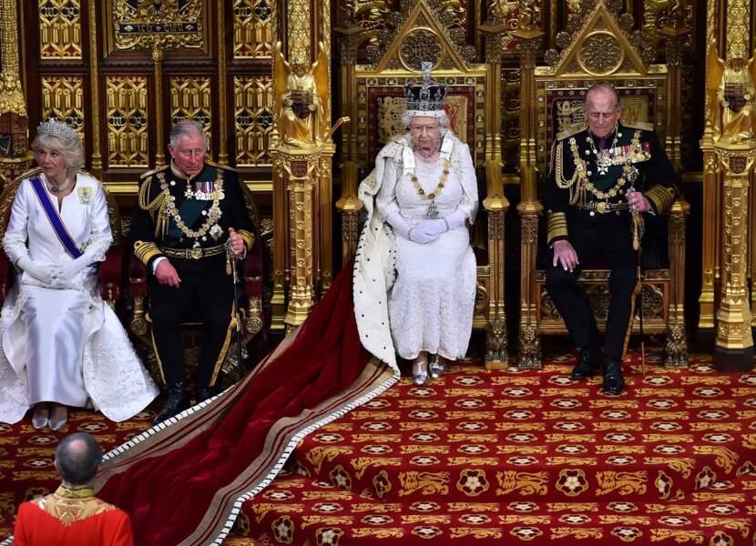 Mai : On ne change pas ses habitudes… La reine Elisabeth proclame l'ouverture du Parlement