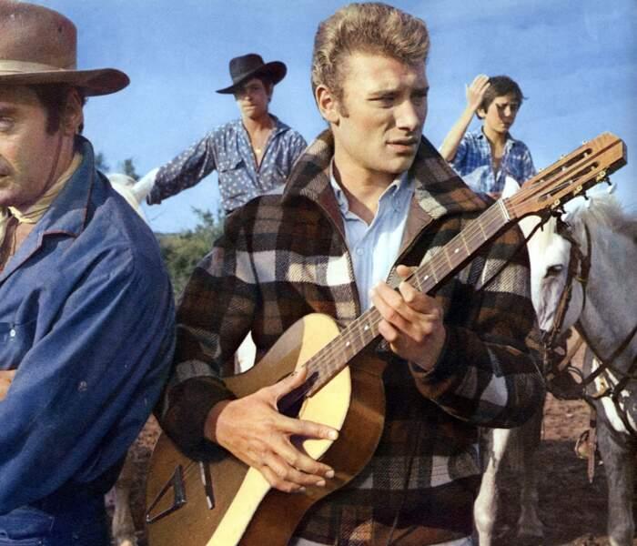 1963 : La veste en tweed a été tendance... grâce à Johnny
