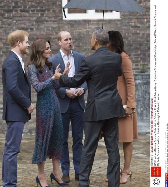 Ambiance décontractée entre Harry, Kate, William et le couple Obama
