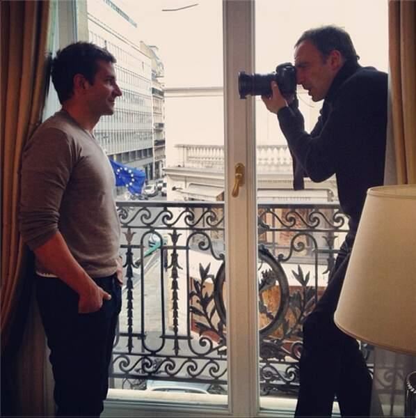 "Instant ""inception"" avec Nikos Aliagas qui prend en photo Bradley Cooper"