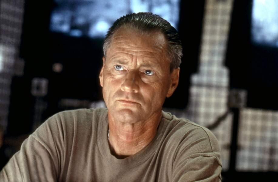 Le Major William Garrison (Sam Shepard) tente de secourir ses boys dans La Chute du faucon noir (2001)