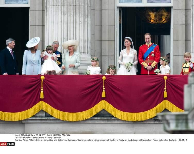 Le 29 avril 2011, il est heureux de marier son aîné, William, avec la jolie Kate Middleton
