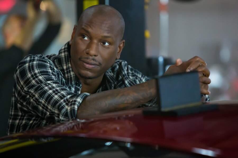 Dans Fast & Furious 8 il opte pour des chemises avec manches !