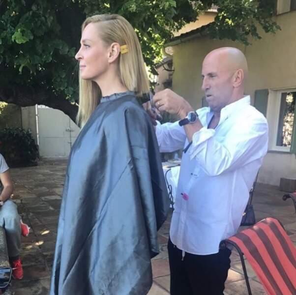Avant la montée des marches, Uma Thurman se coupe les cheveux
