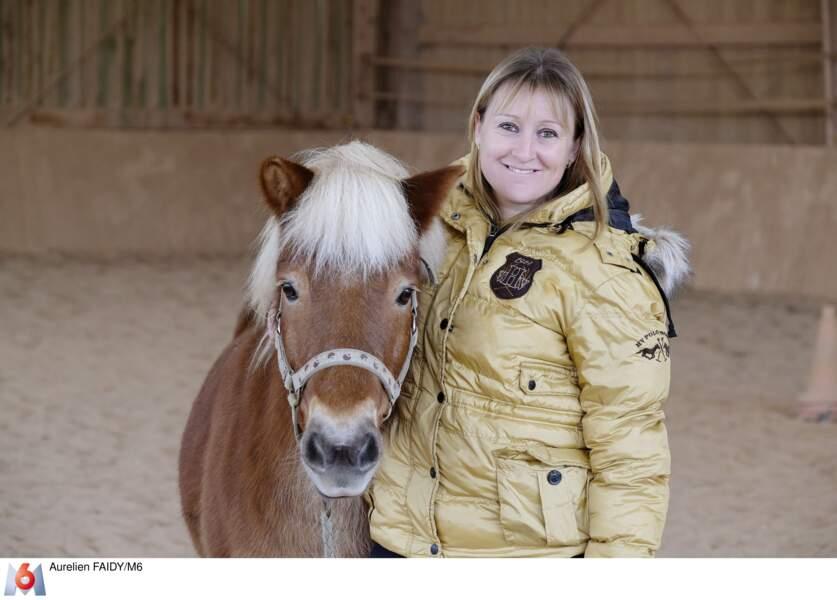 Eleveuse de chevaux, Julie a un caractère bien trempé.