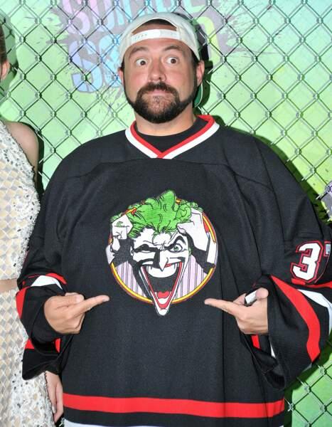 Le réalisateur Kevin Smith avec son pull XXL à l'effigie du Joker !