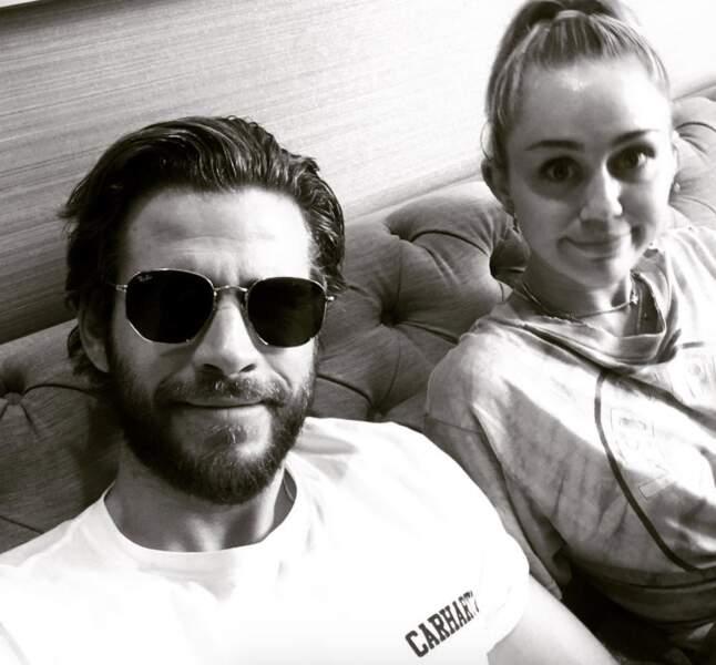 Côté coeur, elle s'est mariée à l'acteur australien Liam Hemsworth, son amour de jeunesse