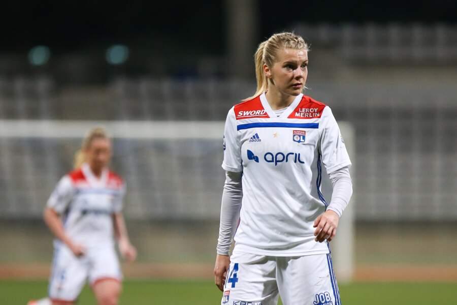 1 - Ada Hegerberg (OL, 23 ans) : 400 000 euros