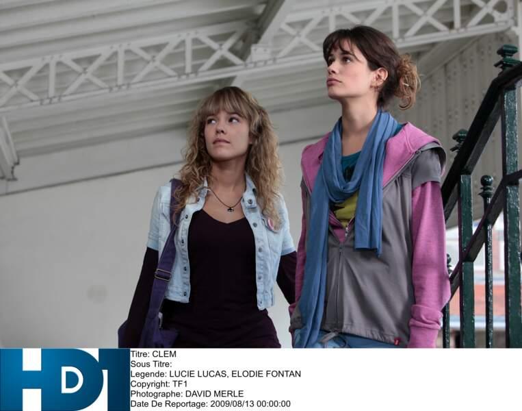 Lucie Lucas a 24 ans et joue une ado de 16 ans. À ses côtés, Elodie Fontan joue Alyzée, la meilleure copine