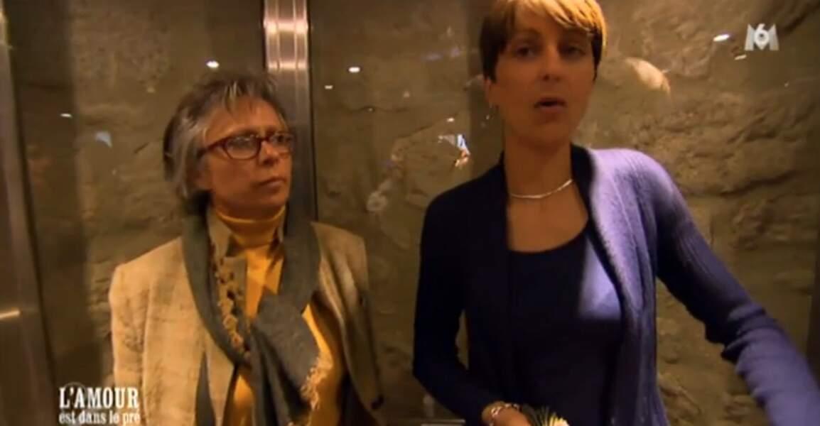 Trop la classe, l'ascenseur en verre. Même si Isabelle n'a pas l'air de s'éclater