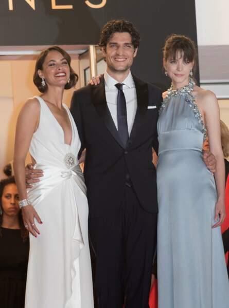 Louis Garrel entouré de ses deux partenaires de jeu, Bérénice Bejo et Stacy Matin