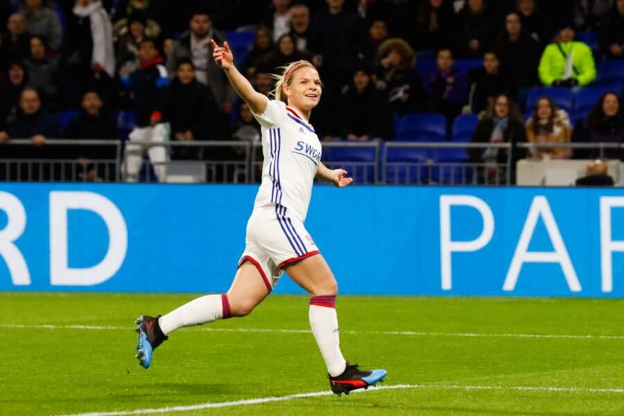 9 - Eugenie Le Sommer (OL, 29 ans) : 230 000 euros