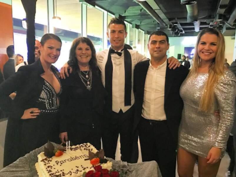 Cristiano Ronaldo a fêté le Nouvel An... en même temps que l'anniversaire de sa maman !