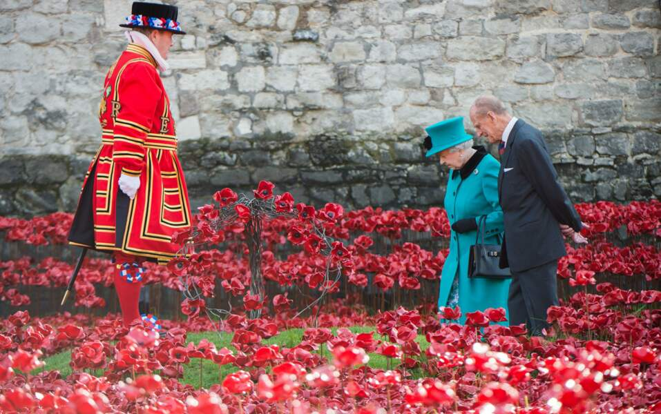 On continue de se balader en amoureux au milieu des coquelicots, symbole des soldats de la première guerre