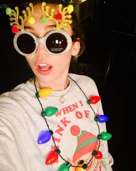 Noël, c'est déjà le week-end prochain, youpi ! Miley Cyrus remplace le sapin, cette année...