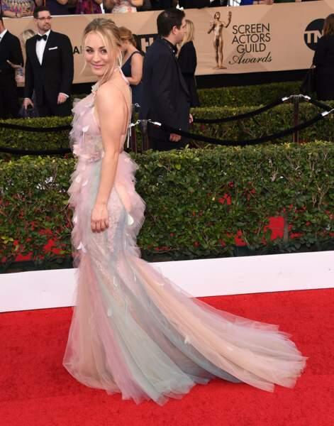 Kaley Cuoco adore sa robe de princesse !