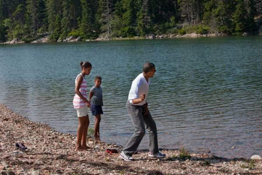 ... Ou lors des vacances d'été (ici dans le Maine), Barack Obama aime passer du temps en famille