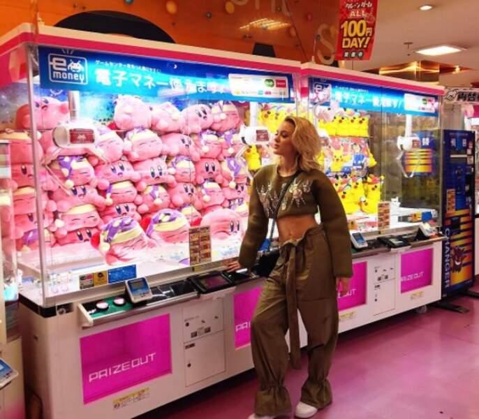 Zara Larsson a retrouvé son âme d'enfant au Japon.