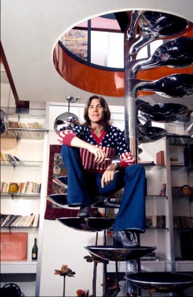 Juvet ne fait pas que chercher les femmes, il love America et le prouve en portant le drapeau sur le dos.