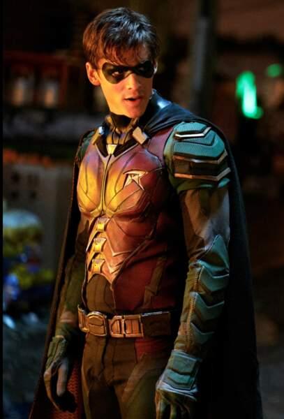 Brenton Thwaites a endossé le costume de Robin pour la première saison de Titans… Mais deviendra ensuite Nightwing