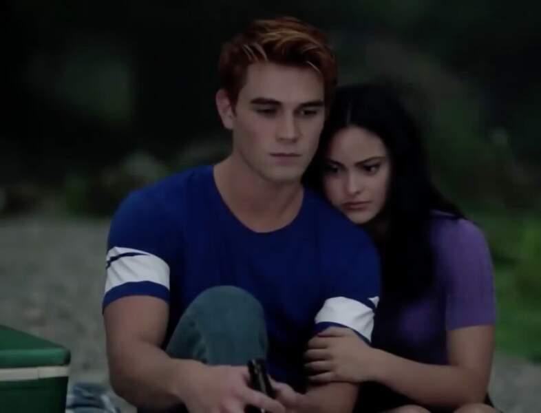 Archie et Veronica, l'air grave.