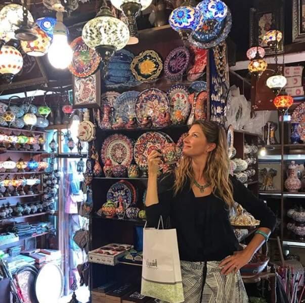 Gisele Bundchen a fait du shopping au Souq Waqid au Qatar.