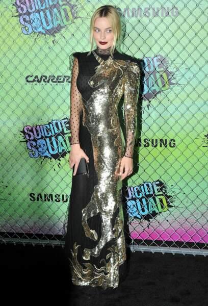 Mais pardon, c'est QUOI cette robe ? Une licorne dorée, vraiment ?
