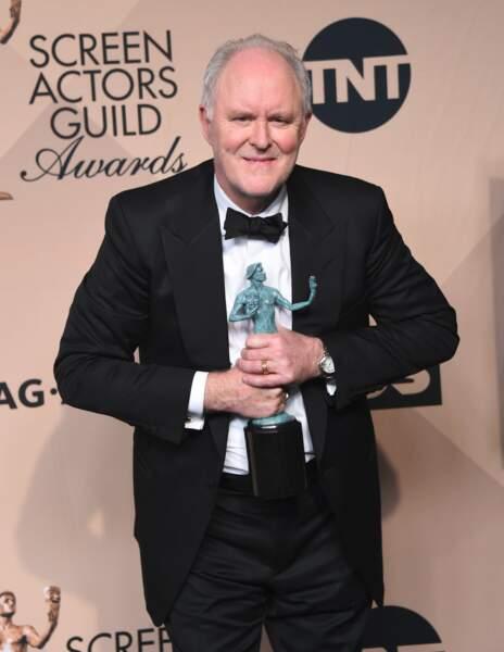 Mais aussi pour John Lithgow de The Crown, qui obtient la statuette de meilleur acteur à la télévision...