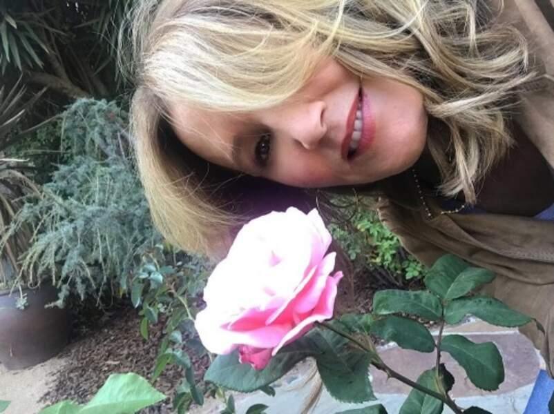 Mais Felicity Huffman, elle, préfère les plaisirs simples. Comme les roses.