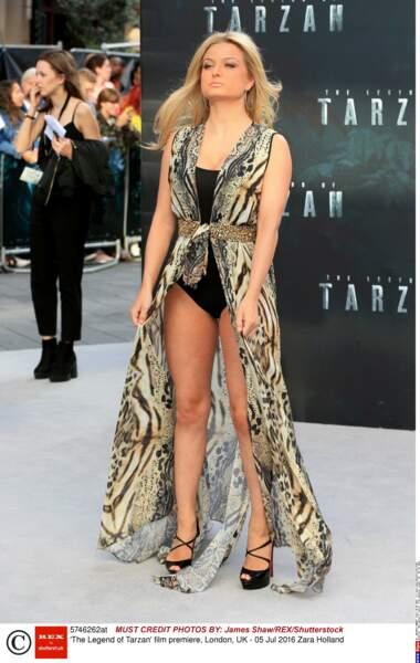Zara Holland (starlette de téléréalité) est venue sur le tapis rouge avec un body et un bout de tissu