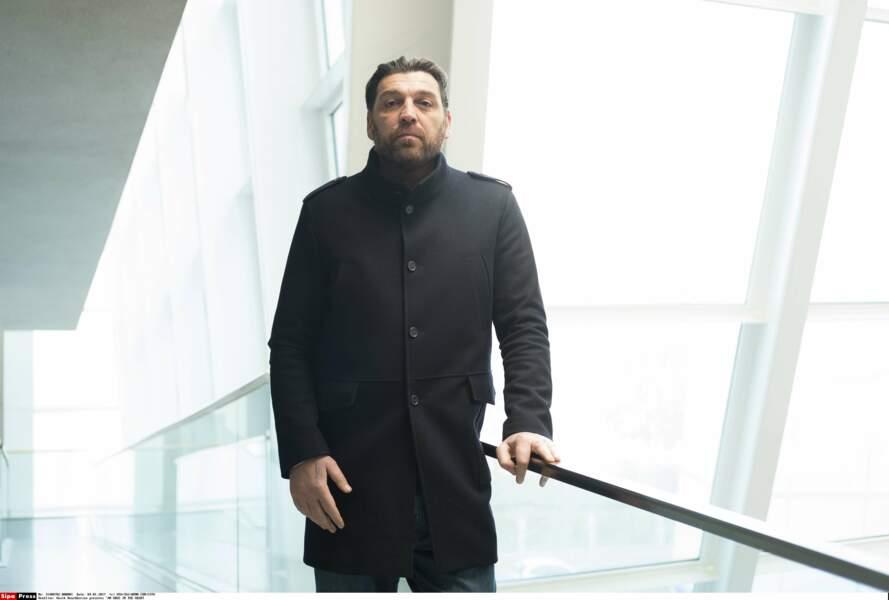 Il est joué par l'acteur Hovik Keuchkerian