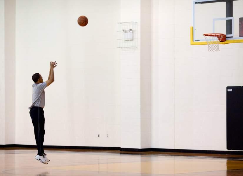 Âgé de seulement 47 ans lors de son élection, il n'a jamais caché son goût pour le sport et le basket-ball