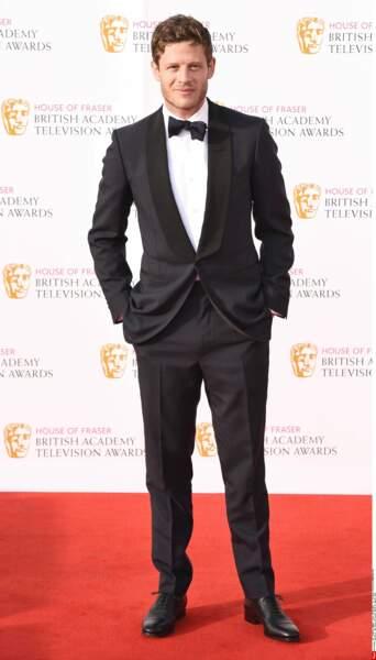 Surtout star de télé outre-Manche, James Norton a de quoi tenir la barre : beauté, jeu trouble, et flegme