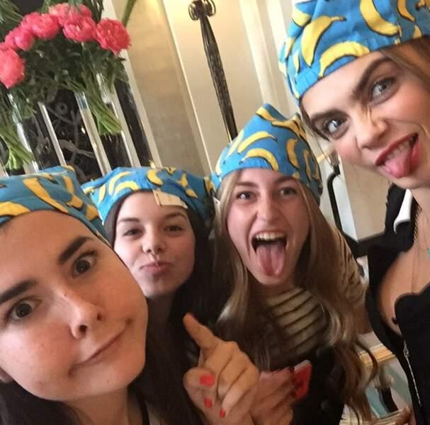 Et gloire aux bananas (et aux Minions ?) pour la team de Cara Delevingne !