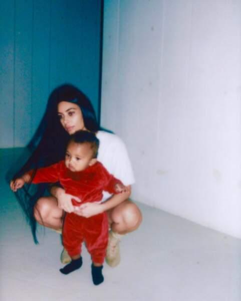Chou : Kim Kardashian et son fils Saint.