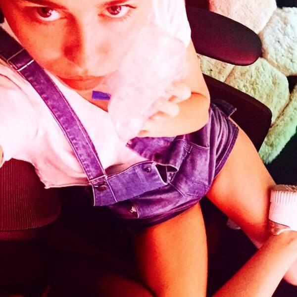 Mais Miley Cyrus est déçue : à cause d'une rage de dents, elle n'a pas pu poser avec son chaton.