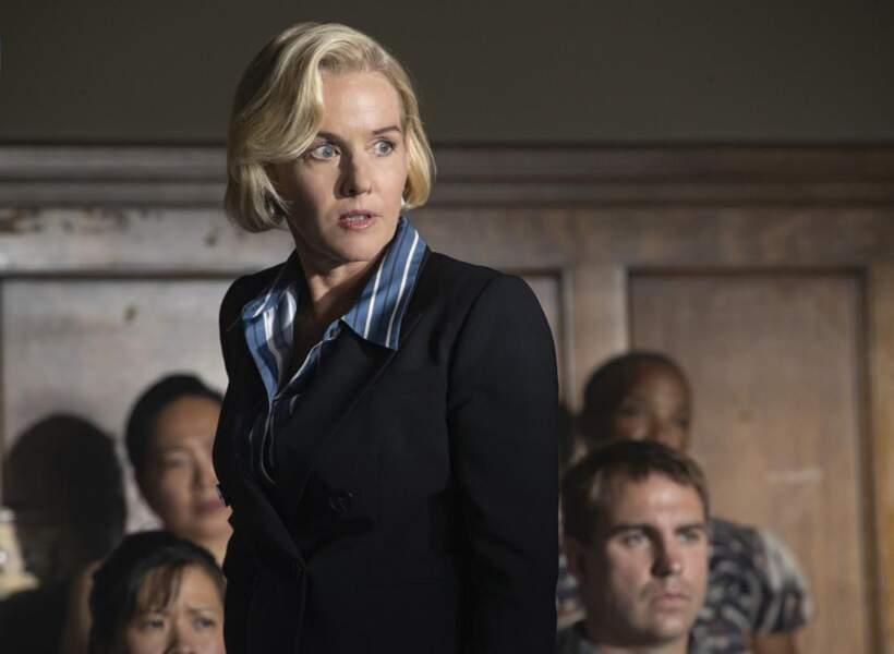 Penelope Ann Miller (Mme Wright) arrive dans la saison 3, dans le rôle du procureur.