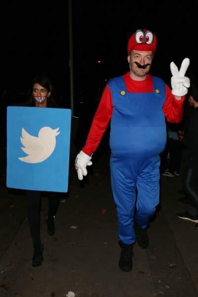 Tandis que Charlie Brooker était déguisé en Mario à la soirée Jonathan Ross à Londres