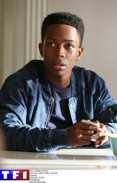 Changement de nom et de tête dans la série. Le fils Murtaugh se nomme Roger Jr et son interprète Dante Brown.