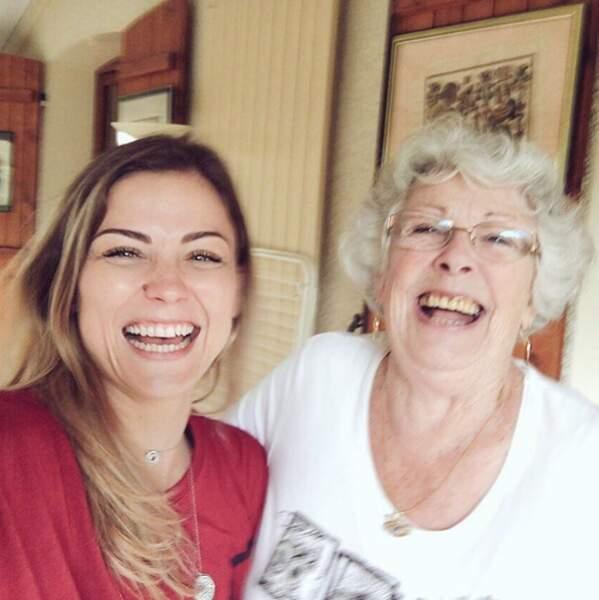 On espère qu'elles auront le même sourire, comme la footballeuse Laure Boulleau et sa mémé.