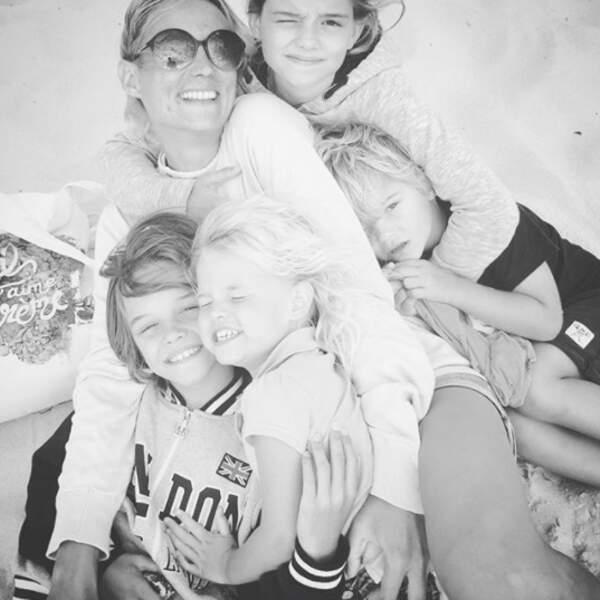 Voici Elodie Gossuin, maman comblée avec Rose, Jules, Joséphine et Léonard.
