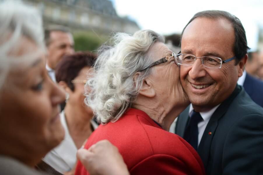 Août 2012 : François apprécie les câlins de cette admiratrice
