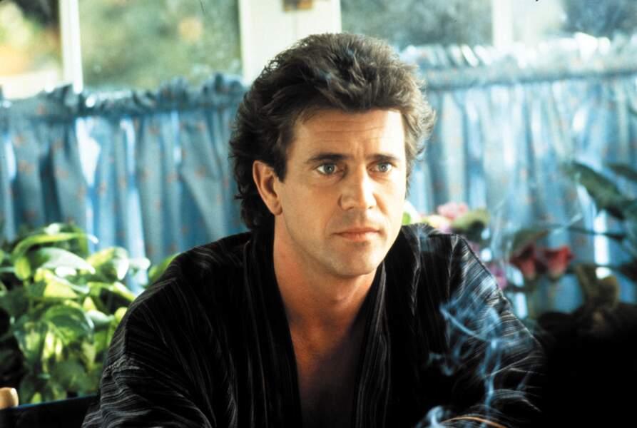 Dans le film de 1987, Mel Gibson prête son charme insolent à Martin Riggs, flic enragé depuis la mort de sa femme
