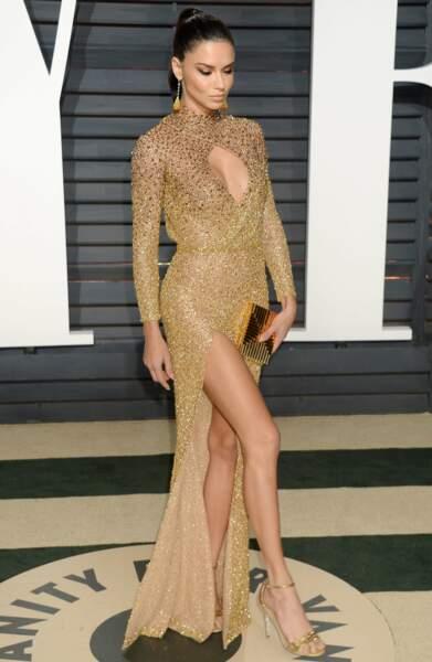 La top Adriana Lima a sorti ses belles gambettes