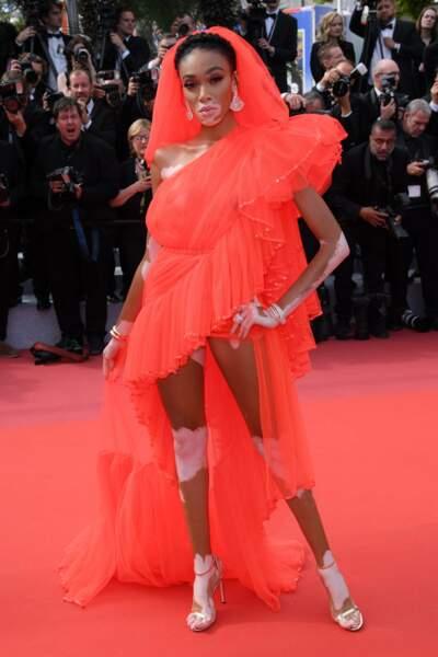 La top Winnie Harlow assortie au tapis rouge