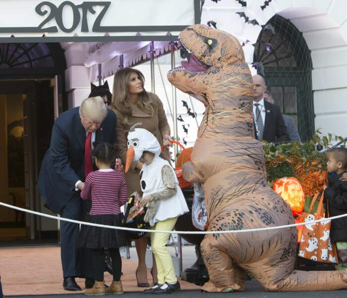 Donald et Melania Trump ont distribué des bonbons aux enfants