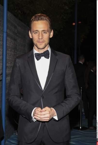 Trop gringalet, Tom Hiddleston ? Peut-être, mais il a d'autres cordes à son arc, le charme et l'esprit en tête !